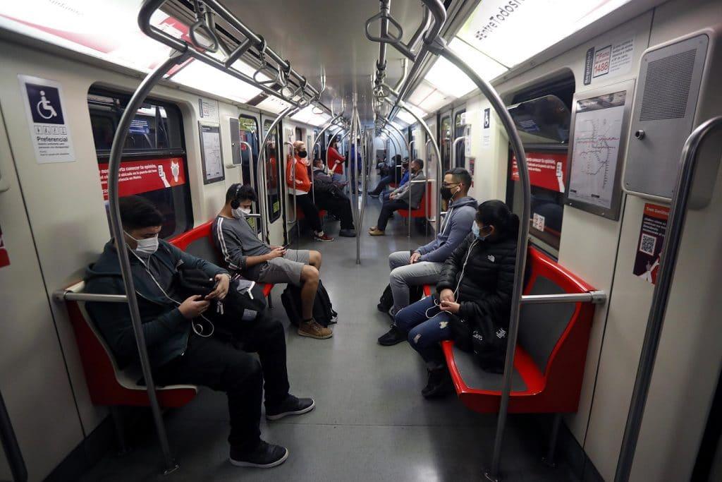 Metro de Santiago toque de queda