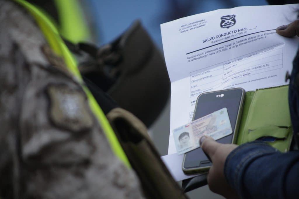 Fiscalizaciones De Carabineros Y Militares En Plaza De Puente Alto Debido A La Cuarentena